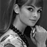 Jean Shrimpton with black necklace