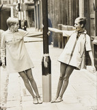 Twiggy with lookalike competition winner, 1967.
