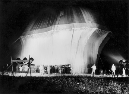 Profesor Auguste Piccard's second high altitude balloon ascent, 1932.