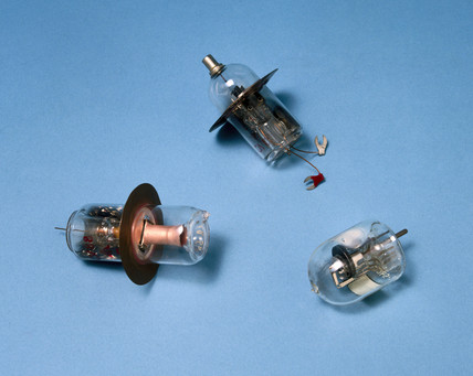 Three SHF valves, 1939-1945.