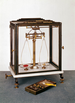 Short-beam analytical balance and weights, 1876.