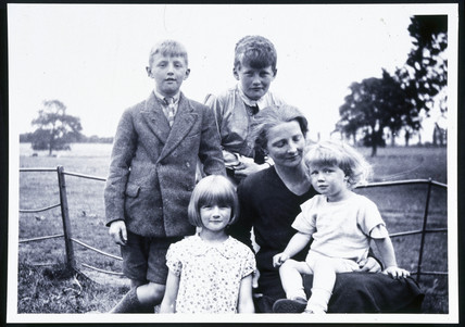 Arthur C Clarke with family group, c 1929.