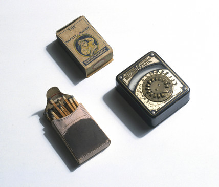 Safety matches and Avo Smethurst exposure meter, c 1930s.