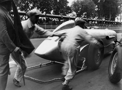 Mechanics running behind the 'Zeppelin on Wheels' sK racing car, 1932.