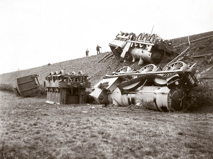 Two derailed locomotives, 24 October 1905.