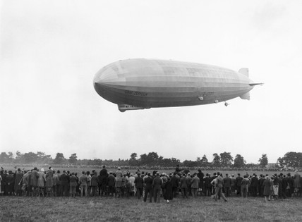 Graf Zeppelin arriving at Hanworth, 18 August 1931.
