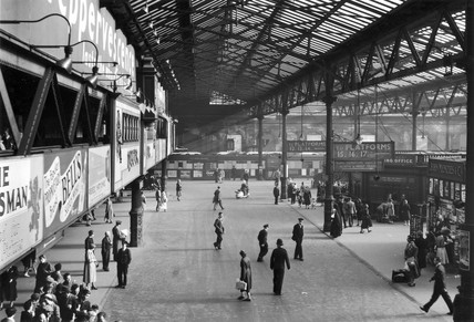The concourse of Edinburgh Waverley Station, c 1950s.