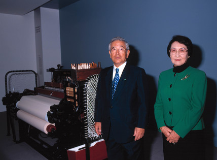 Shoichiro Toyoda and his wife with Toyoda automatic loom, London, 2000.