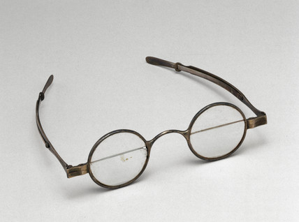 Franklin style spectacles, 1720-1820.