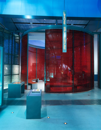 Live Science' arena, 'Who Am I?' Gallery, Wellcome Wing, February 2001.