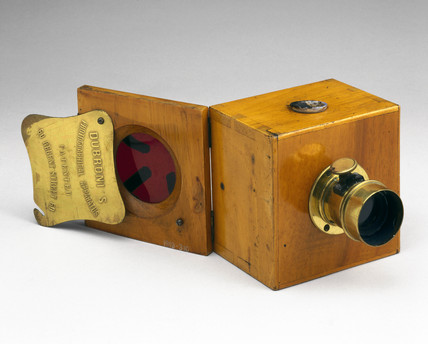 The Dubroni wet-plate camera with back open, 1864.