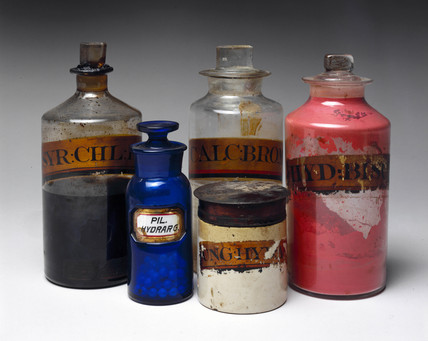 Selection of shop rounds and a dispensing pot, 1801-1900.