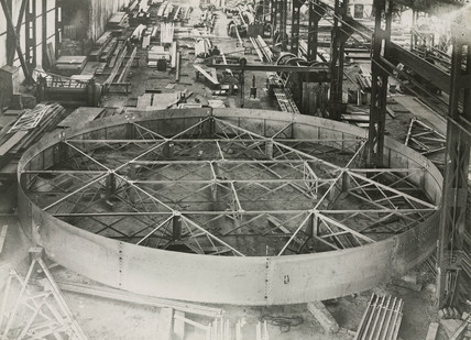 Construction of an observatory rising floor, 1928.