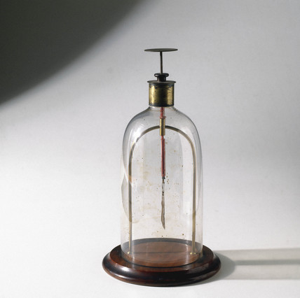 Ayrton's improved gold leaf electroscope, 1890.