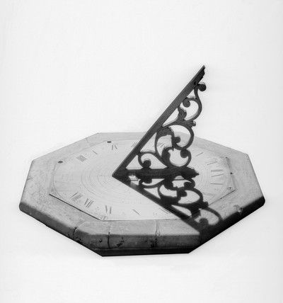 Horizontal sundial, 1718. Made by William Deane.