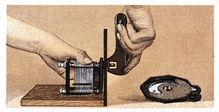 'How to build a two valve set', No 4, Godfrey Philips cigarette card, 1925.