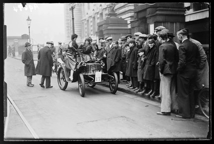 Vintage car in the London to Brighton race, 1932.