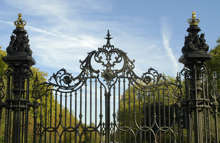 Park gates by Coalbrookdale Company, Kensington Gardens, London, 2003.