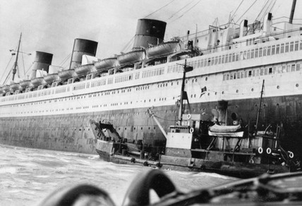 TS 'Queen Mary' stranded off Southampton, 3 November 1960.