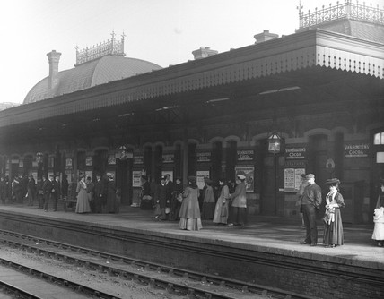 Commuters at Slough Station, Berkshire, c 1907.