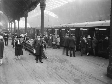 Holiday crowds at Paddington Station, London, 21 August 1926.