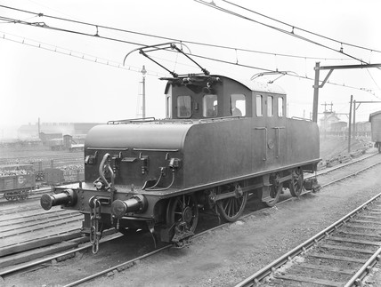 Electric locomotive at Aintree, 1912