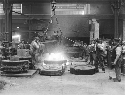 Workers casting steel in the forge at Horwich works, Bolton, 1919.