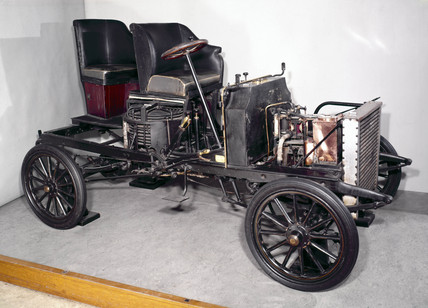 White Steamer 10 hp steam motor car, 1903-1905.