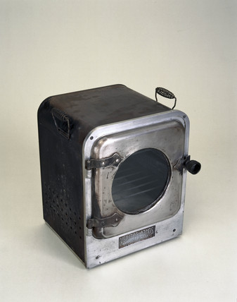 Portable oven for the Veritas paraffin cooker, c 1930.