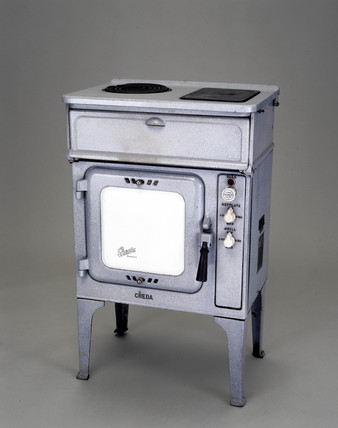 Creda New Series electric cooker fitted with Credastat thermostat, 1933.