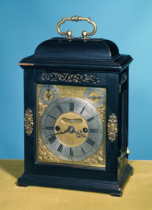 Bracket clock, English, c 1706.
