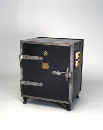 Electric oven, by GEC, 1895-1910.