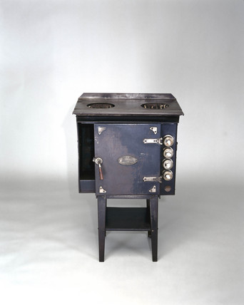 The Belling 'Modernette' electric cooker, 1919.