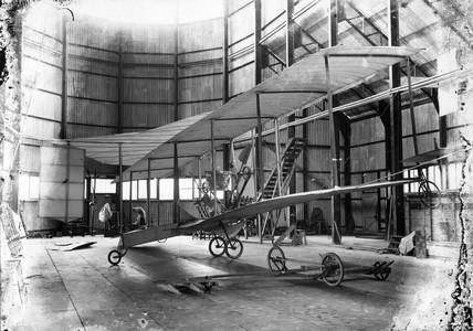 Cody aeroplane No1, Antoinette engine being fitted, 1908.