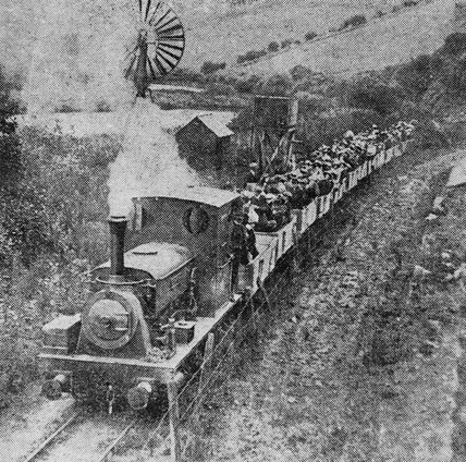 'Pentewan' with excursion train, 1915.
