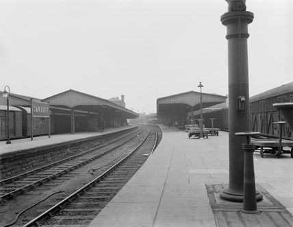 Cardiff General Station, relief lines platform, 23 July 1922.