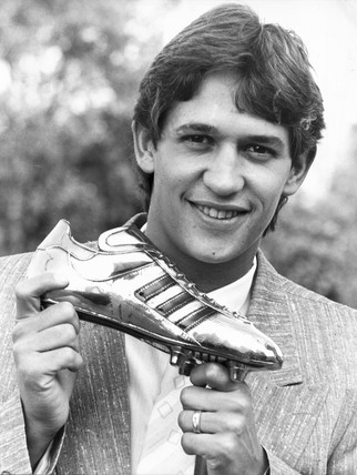 Gary Lineker with the Adidas Golden Shoe award, October 1986.