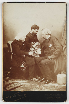Nadar in conversation with M-E Chevreul and his laboratory director, 1886.