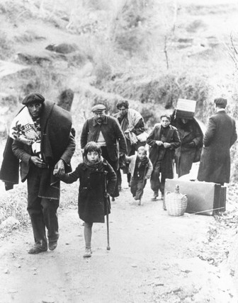 Refugees arriving at Perpignan, 29 January 1939.