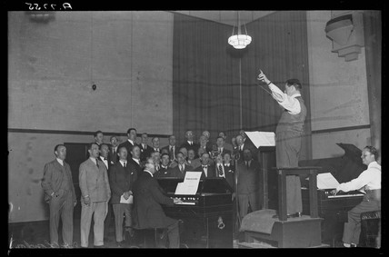 Fifty Star Singers recording Christmas carols, 1932.
