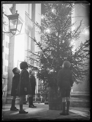 The Christmas tree at St Martin-in-the-Fields, London, 1935.