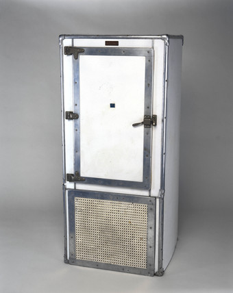 Kelvinator electric compresion domestic refrigerator, 1926.