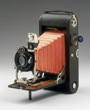 No 3A folding pocket Kodak camera, 1907.