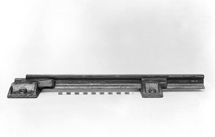 Flat-footed rail with two chairs and two keys, 1840.