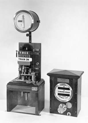 Sykes Lock-and-Block train signalling instrument, c. 1897.