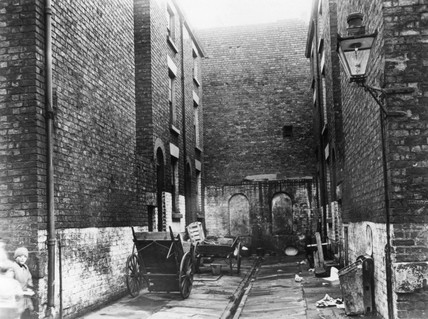 No 12 Court, Gomer St, Liverpool, c 1935.