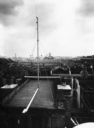 The ultra short wave aerial on the roof of