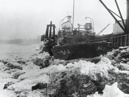 The freezing over of the River Thames, London, 1895.