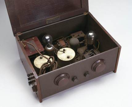 Cosor 'Melody Maker', all electric radio receiver, 1931.