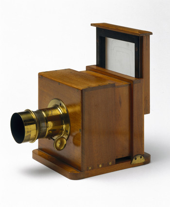 Dry collodion plate camera, 1860.